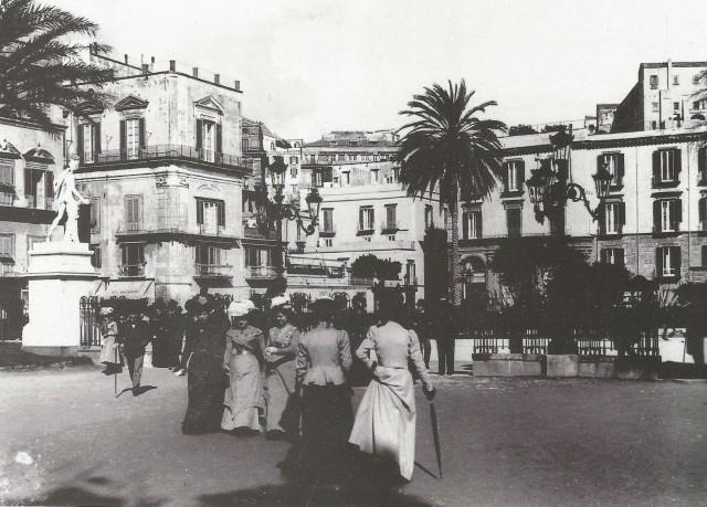 Naples_PiazzaVittoria